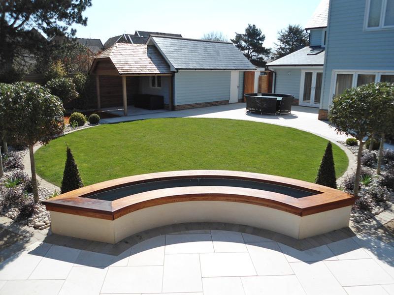 round lawn garden design